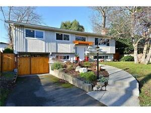 Beautiful Saxe Point 3bd/1.5ba. Updated, great location!