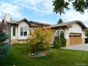 One owner home in Erindale on quiet cul-de-sac / Call today!