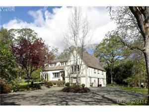Oak Bay Luxury House - 1.2 acre in Uplands