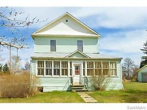 Great Starter Home w/ Double Garage!
