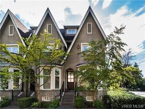 Stunning Rocklands Townhome