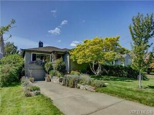 """South Oak Bay """"""""New Listing"""""""" Beautiful 5 beds House for Sale"""
