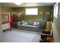 Lovely 2 Bedroom 1/2 Duplex in Lake Hill Area