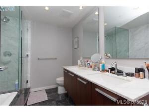 Luxury one bed and den with pool. Victoria's most sought after!