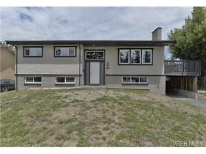Updated 6 bed/2 bath Home incl.3 bed bsmt suite