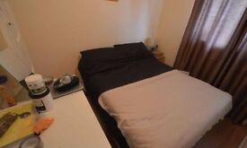 Large double en-suit room to rent on Brereton Close