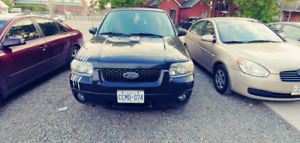 2006 Ford Escape - Limited - backup camera - like new winter and