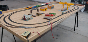 HO model train layout and table