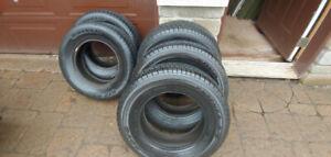 5 pneus 215 70 R15 pour mini-fourgonnette (En très bon état !!)