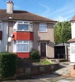 ***BEAUTIFULLY PRESENTED 3-BED HOUSE W/ PRIVATE GARDEN IN A TREE LINED RESIDENTIAL CRESCENT***