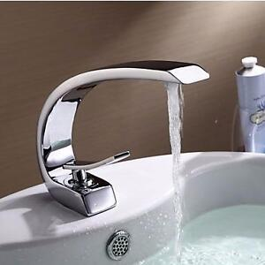 Contemporary Style Single Handle One Hole Bathroom Faucet in Chrome