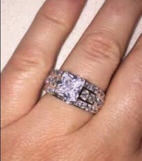 Zamels Engagement Ring In Lake Macquarie Area NSW