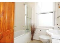 Room to rent in 2 bedroom apartment! In Catford, less than 10 minutes to station!