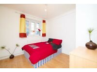 Spacious Double bedroom moments from Stepney Green! Modern kitchen.