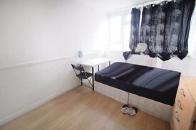 Close to Commercial Road - 2 mins to DLR