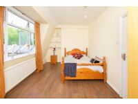 NB* Superb Double Room Available with a wonderful view in a large and spacious property*