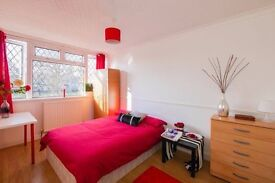 ST**Double Room @ Discounted Price £160pw