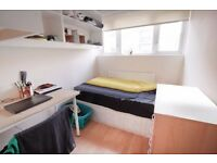 Very Cheap rooms in a lovely house in Canary Wharf!!!
