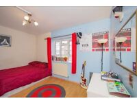 Y ALDGATE EAST STATION IS CLOSE TO THIS FABULOUS RELAXING HOUSE SO WHY NOT