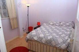 A 660 POUNDS DOUBLE ROOM IN WHITECHAPEL! AVAILABLE NOW! GRAB IT NOW!