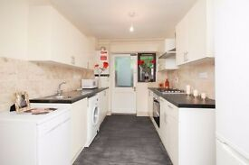 Newly Refurbished Property Two Bathrooms, Communal Garden