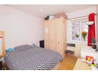 Extra large double in Whitechapel in a 3 bedroom flat