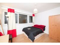 Modern Double Room in a House with LIVING in Canary Wharf!!!