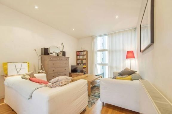 Do not miss this gorgeous 2 bed flat in Borough!