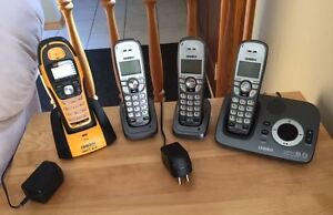 SET OF 4 CORDLESS PHONES WITH ANSWERING MACHINE