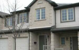 Luxurious Townhouse in North Sunningdale Area