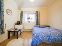 HOXTON,E2, AMAZING 3 DOUBLE BED APARTMENT CLOSE TO POPULAR COLUMBIA ROAD MARKET