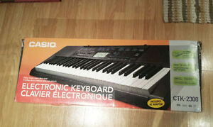 ELECTRONIC KEYBOARD (Excellent Condition)