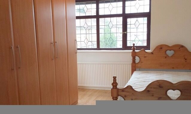 lovely studio flat 10 mins to station, £850 ALL bills included!