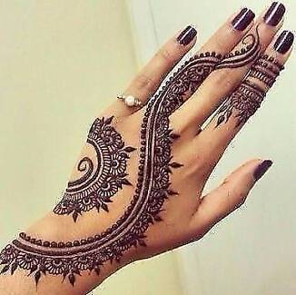 Temporary painless henna tattoo