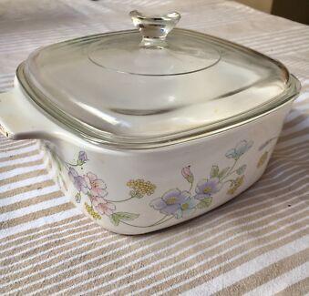 Pyrex casserole baking dish