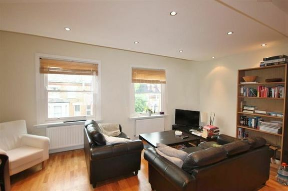Recently refurbished SPACIOUS, SPLIT LEVEL, 3 DOUBLE bedroom, 2 bathroom, Victorian Covnversion