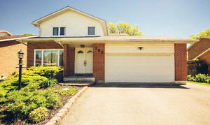 ★★★Beautiful Four Bedrooms House in Newmarket (Yonge/Davis) ★★★