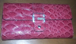 GUESS WALLET (Candy apple RED)