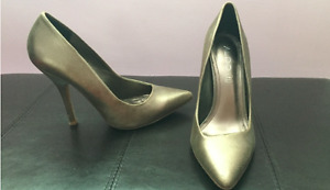 Gold pointed-toe pumps
