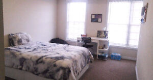 SUMMER SUBLET $550 IN 3 BEDROOM FLAT NEXT TO UOIT (MAY-SEPT)