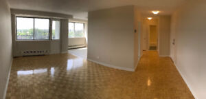 Huge, clean, pet friendly and refurbished 3.5 in Cote Saint-Luc!