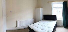 ST14BQ, Double room to let, 70/W including bills