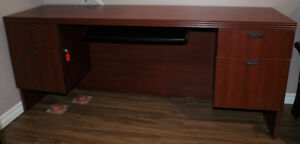 Brown wood computer table (almost new)