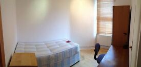 AVAILABLE NOW ! DOUBLE ROOM in Walthamstow, E17 8EP ..THIS WILL GO QUICK! £605pcm iDEAL FOR FEMALE