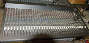 Mackie 32-4 Mixing Console