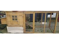 Chicken coop with feeder, pallets and accessories