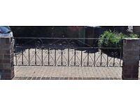 Decorative metal wall top railings