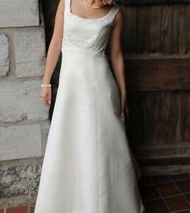 Bella Donna Wedding Gown Dress Ivory Satin Size 4-6
