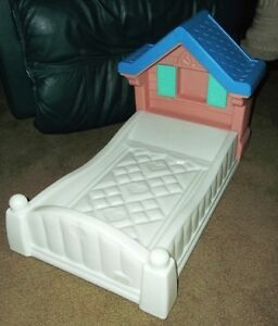 Retired Little Tikes Tykes Country Cottage Doll Bed