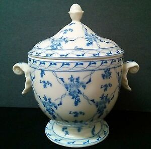 CHINESE PORCELAIN Covered Dish Candy Centre piece - As New Never